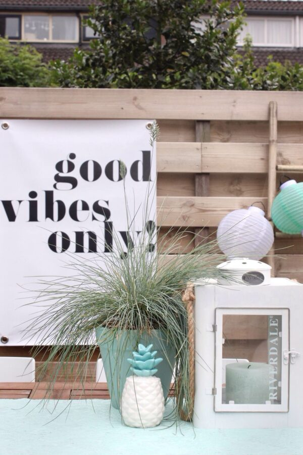 Zwart wit buitenposter Good vibes only
