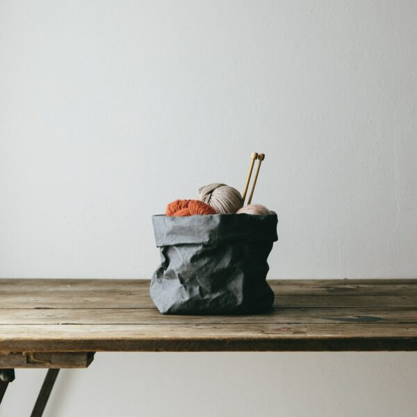 donkergrijze paperbag uashmama medium villa madelief