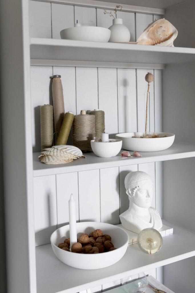 storefactory scandinavia zweeds design schalen en kaarsen in kast